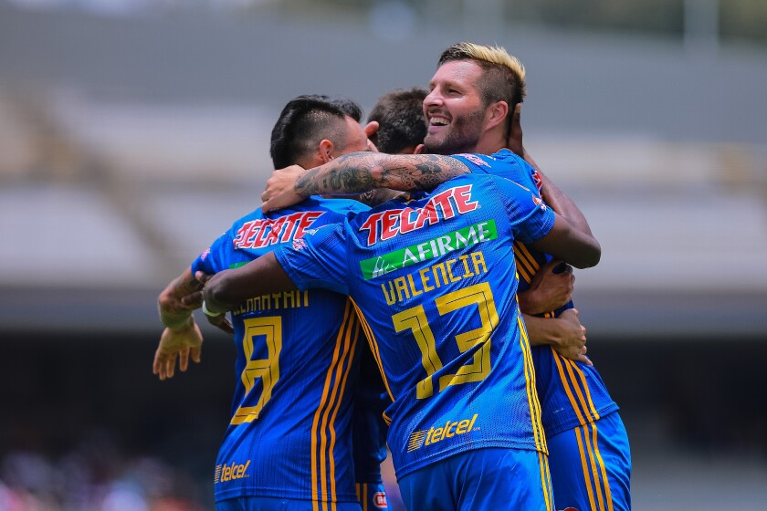 MEXICO CITY, MEXICO - AUGUST 04: Andre-Pierre Gignac #10 of Tigres celebrates with teammates after scoring the first goal of his team during the 3rd round match between Pumas UNAM and Tigres UANL as part of the Torneo Apertura 2019 Liga MX at Olimpico Universitario Stadium on August 04, 2019 in Mexico City, Mexico. (Photo by Manuel Velasquez/Getty Images) ** OUTS - ELSENT, FPG, CM - OUTS * NM, PH, VA if sourced by CT, LA or MoD **