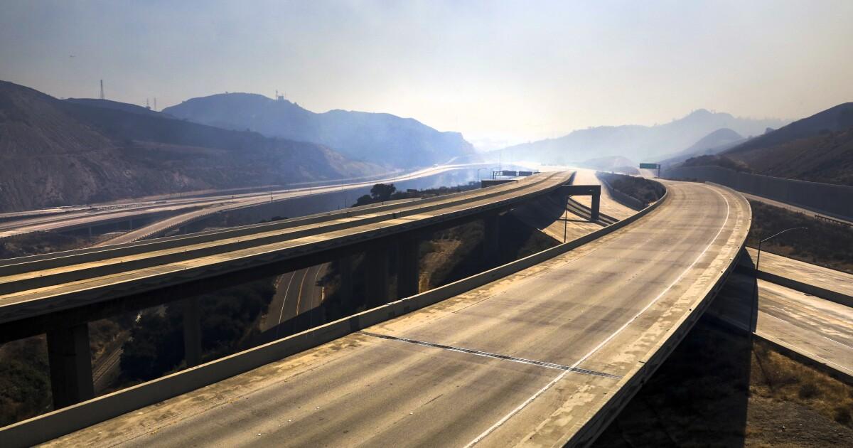 Saddleridge火交通の悪夢が容易としての高速道路の再開