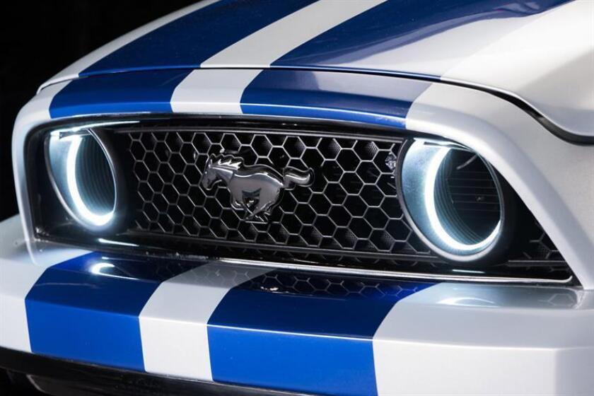 Ford desveló hoy la versión descapotable del modelo Mustang, que saldrá a la venta en Estados Unidos en otoño, tres días después de presentar por sorpresa la versión 2018 del deportivo. EFE/FORD/SOLO USO EDITORIAL