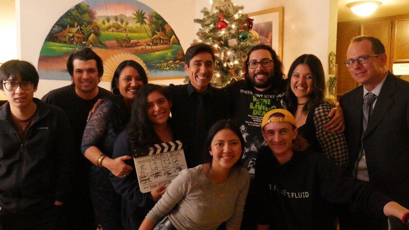 Los estudiantes de SDSU, creadores de Chips and Salsa, junto al elenco de la película.