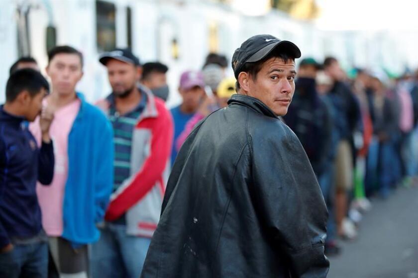 Caravana migrante ya es multitud en Ciudad México, donde aflora solidaridad