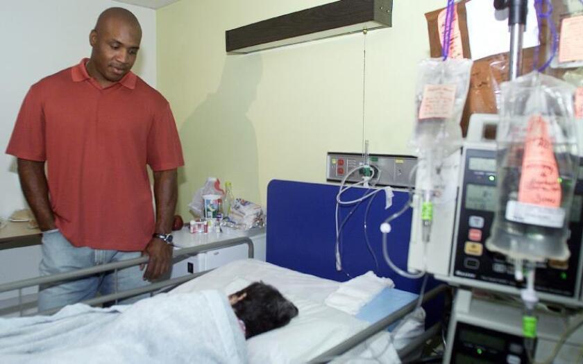 Algunos pacientes duermen en colchones en el suelo en hospital en Río Piedras