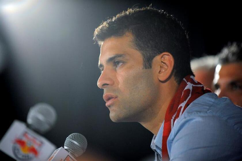 En la imagen un registro del jugador mexicano Rafael Márquez, Rafa Márquez, quien disputó este sábado su último partido de liga con lo que cerró una carrera destacada. EFE/Archivo