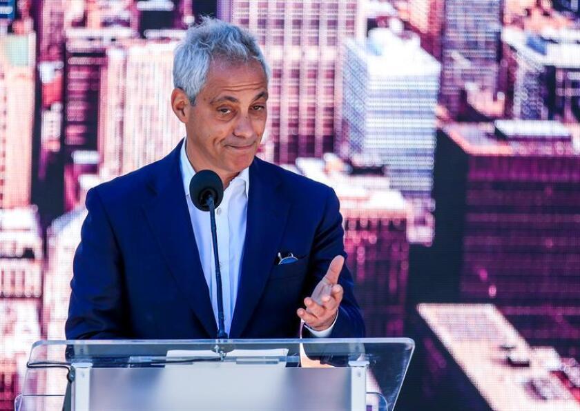 El alcalde de Chicago Rahm Emanuel habla durante una conferencia de prensa. EFE/Archivo