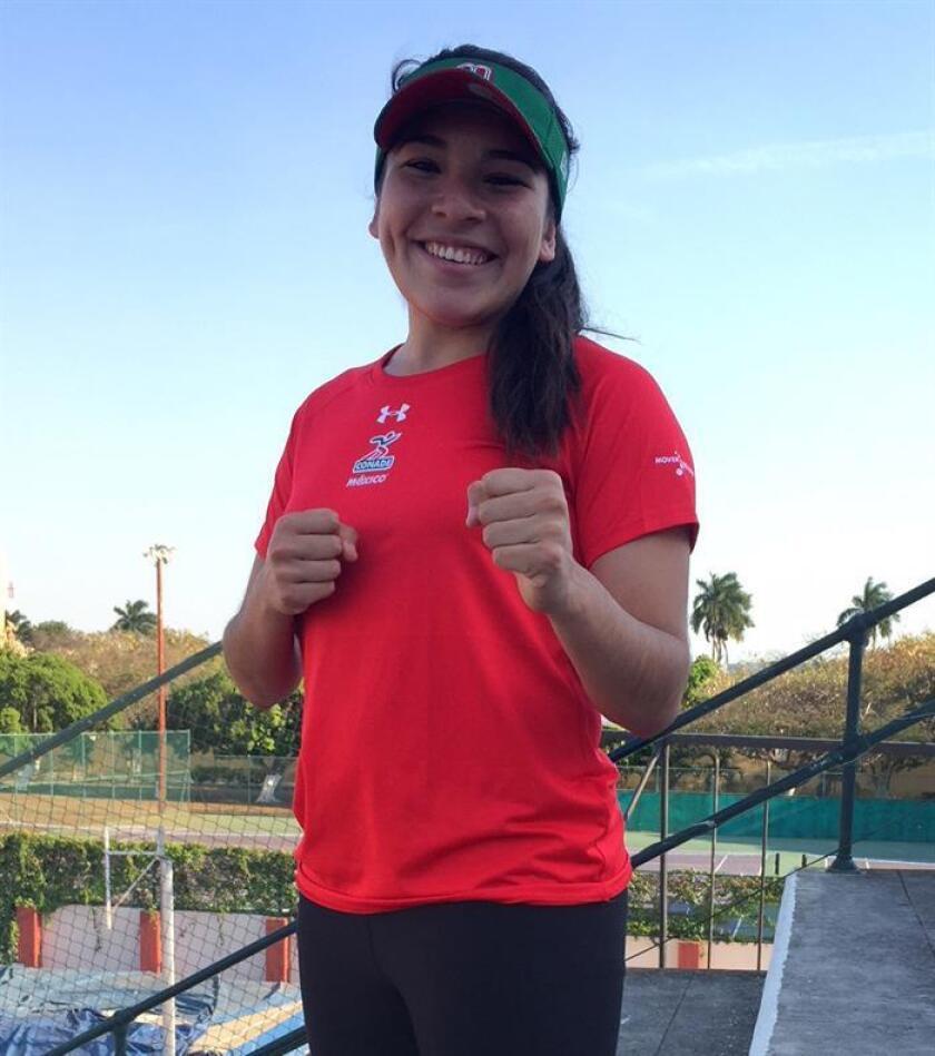 Fotografía del 28 de marzo de 2018 de la mexicana Guadalupe Quintal tras una entrevista con Efe en la ciudad de Mérida (México). Guadalupe Quintal, medallista de bronce de la Liga Premier de kárate de Dubai en febrero, anunció este jueves su participación en la próxima parada del circuito mundial, del 6 al 8 de abril en Rabat, Marruecos. EFE