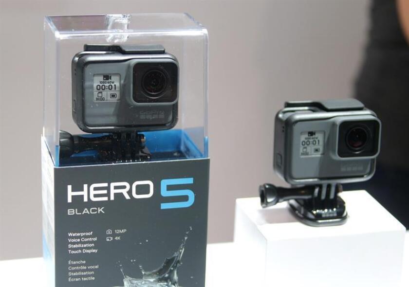 La compañía fabricante de cámaras GoPro anunció que despedirá a más de 250 trabajadores y reducirá hasta un dólar el sueldo de su CEO, Nicholas Woodman.