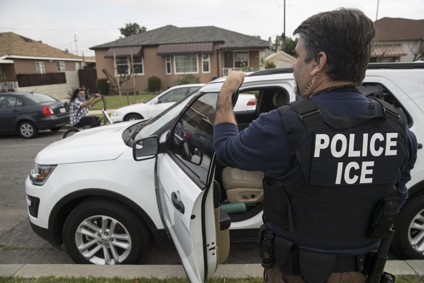 Trump called Oakland mayor a 'disgrace' for revealing ICE raids. Then he did the same thing - Los Angeles Tim