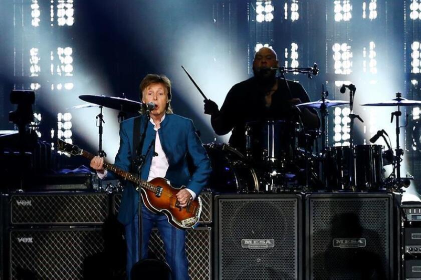 Paul McCartney demandó hoy a la gestora Sony/ATV con el objetivo de recuperar los derechos de autor de los éxitos que compuso con The Beatles entre 1962 y 1971. EFE/ARCHIVO