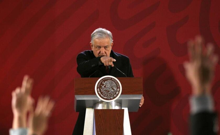 El presidente de México, Andrés Manuel López Obrador, habla durante su rueda de prensa matutina en el Palacio Nacional, en Ciudad de México (México). EFE