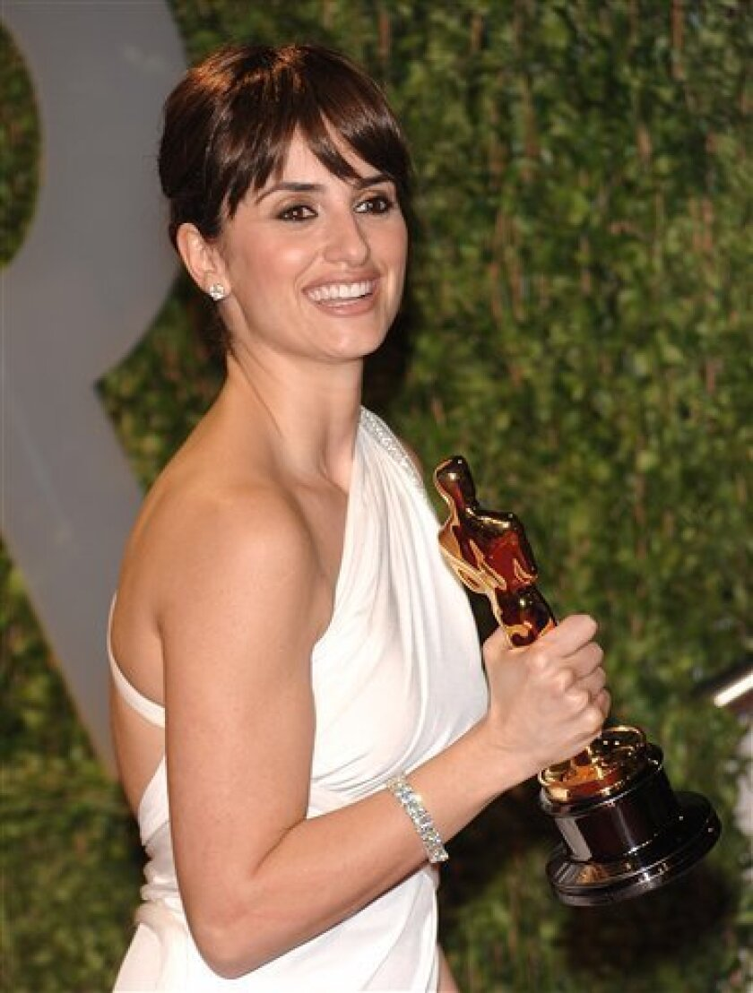 Spanish actress Penelope Cruz arrives at the Vanity Fair Oscar party with her Oscar for Best Supporting Actress on Sunday, Feb. 22, 2009, in West Hollywood, Calif. (AP Photo/Evan Agostini)