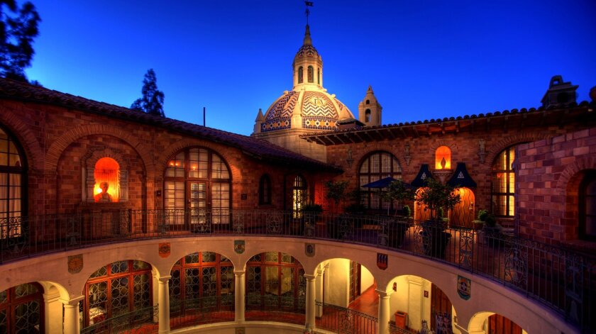The four-level architecture of the Mission Inn combines Mission Revival with influences of medieval, Chinese and Spanish style.