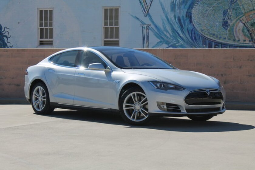 Tesla to raise $830 million from investors, repay U.S. debt