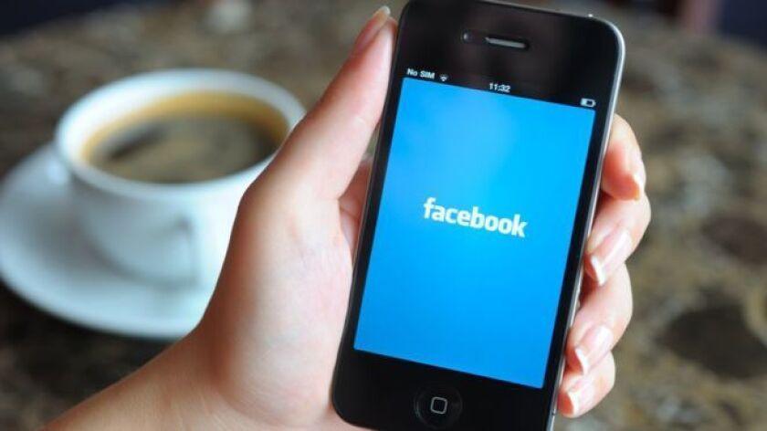 Facebook es como una especie de espía acosador: se preocupa por saber dónde estás en cada momento, te sigue a todas partes y no se molesta en ocultarlo. Basta con viajar para comprobarlo.