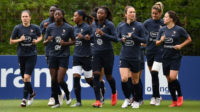 CORRECTION-FBL-WOMEN-WC-2019-FRA-TRAINING