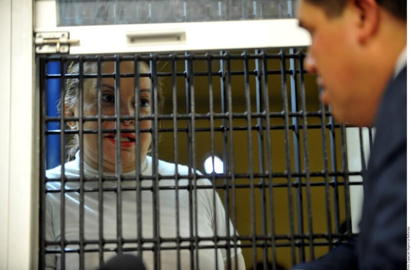 En cumplimiento a un amparo, un juez federal canceló un juicio por una defraudación fiscal de 4 millones 394 mil 682 pesos contra Elba Esther Gordillo, en lo que constituye el primer proceso en el que es declarada inocente, de un total de tres iniciados.