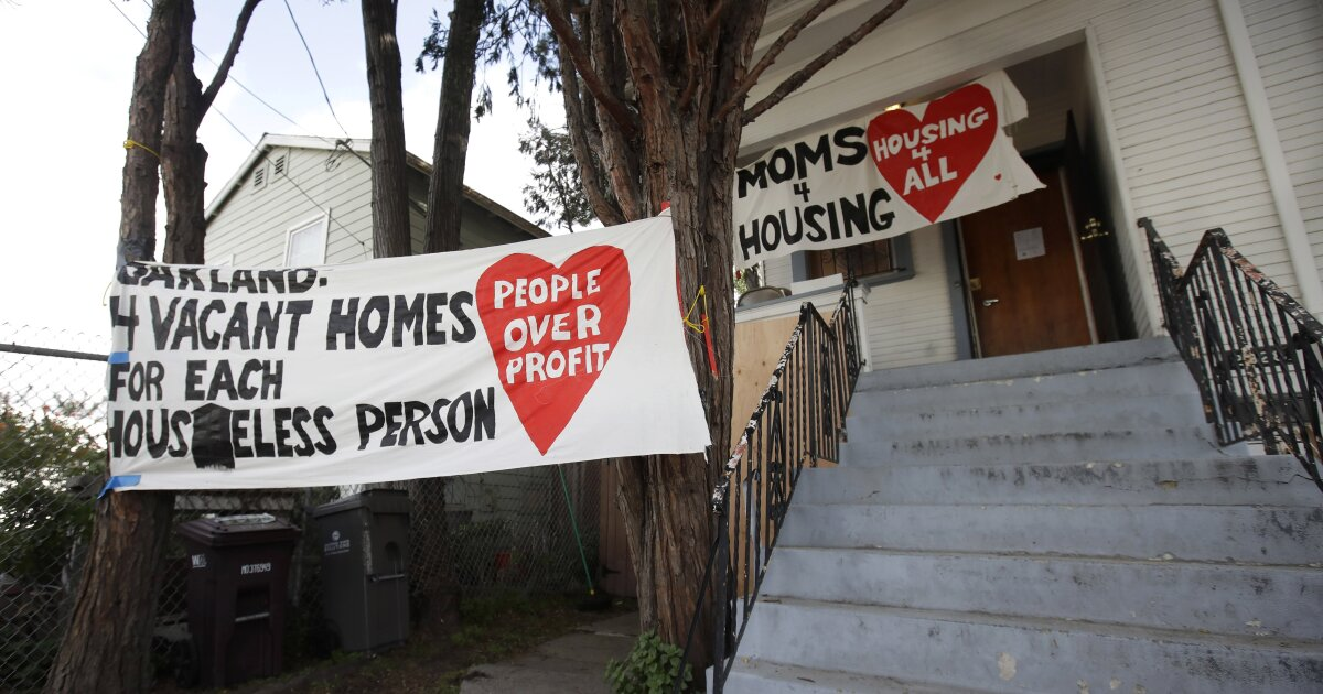 Vertrieben Oakland Mütter bekommen Ihr Haus zurück, nachdem Sie einen deal mit Redondo Beach company