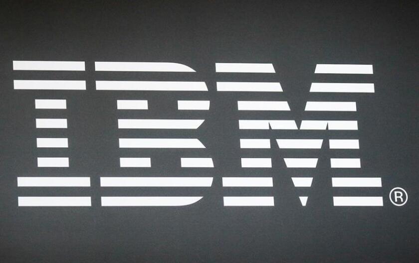 IBM anunció hoy que cerró 2017 con unos beneficios de 5.753 millones de dólares, 52 % menos que en 2016, aunque considerando las provisiones fiscales que anotó en el último trimestre del año. EFE/EPA/ARCHIVO