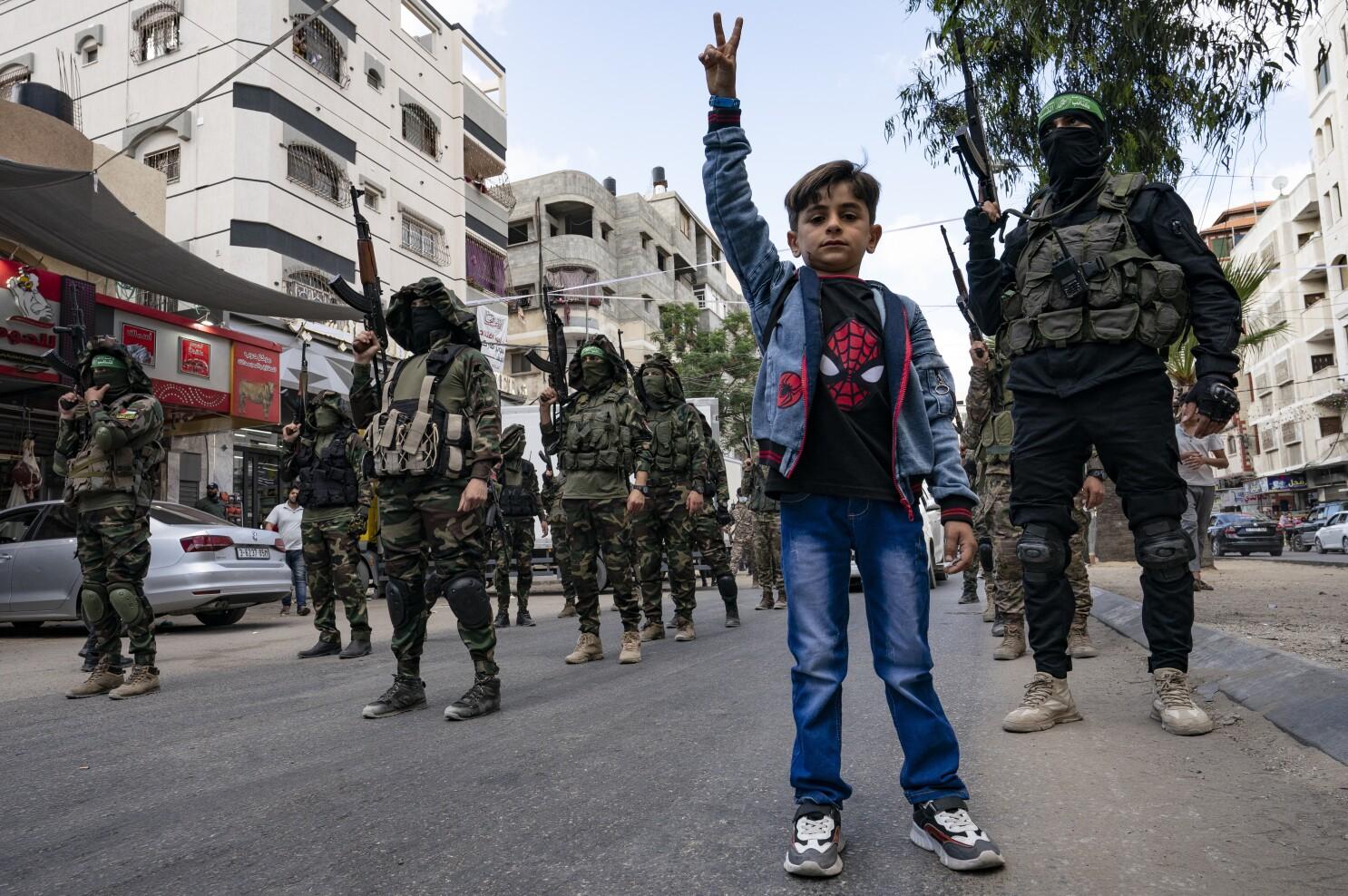 Hamas desafiante: desfile militar y aparece su líder máximo - Los Angeles Times