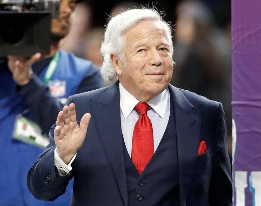 En la imagen, el dueño de los Patriots de Nueva Inglaterra, Robert Kraft. EFE/Archivo