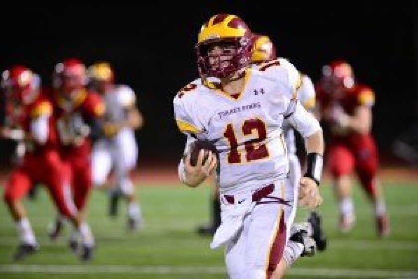 Quarterback Sandy Plashkes broke away for an 84-yard touchdown, the game's only touchdown. Photo by Anna Scipione