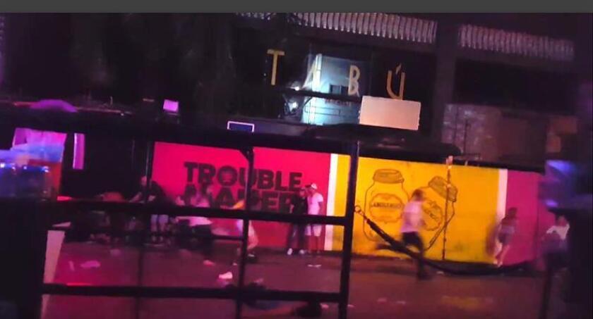 Con cinco muertos y una quincena de heridos, el tiroteo registrado hoy en una discoteca de Playa del Carmen, en el corazón del Caribe mexicano, ha puesto en jaque uno de los centros turísticos del país mientras aumentan las denuncias de creciente inseguridad y disputas por venta de drogas. EFE/Marcos A. Vazquez/ SOLO USO EDITORIAL