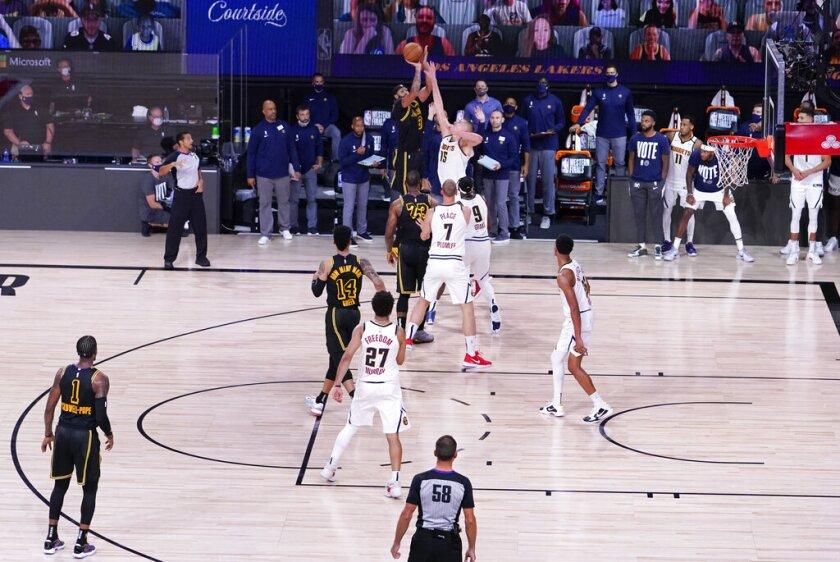 Los Lakers vencen a Denver en el último suspiro