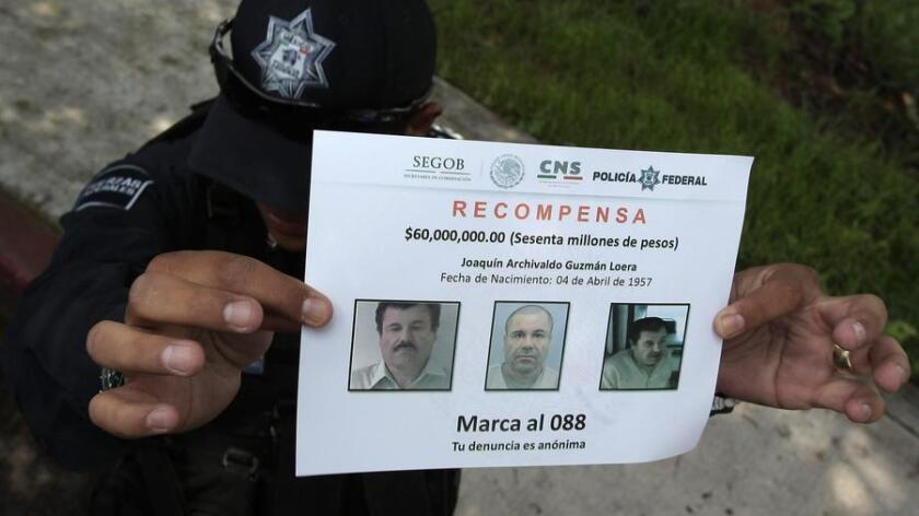 La DEA ha colocado en su sitio web una ficha policial, con dos fotografías de Guzmán -una con pelo y otra rapado-, la cual detalla que el capo enfrenta decenas de cargos por narcotráfico, lavado de dinero y otros delitos en tribunales federales Arizona, Texas, California y Nueva York.