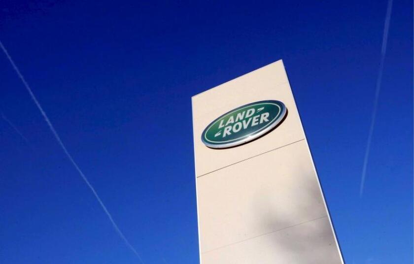 Logotipo de Land Rover en su planta de Solihull, Reino Unido. EFE/Archivo