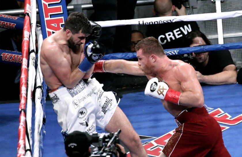 Canelo TRITURA a Rocky Fielding en Nueva York; ya es campeón en tres divisiones distintas