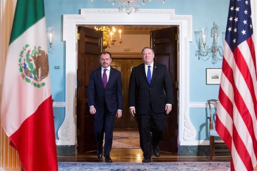 El secretario de Estado estadounidense, Mike Pompeo (d), y el Secretario de Relaciones Exteriores de México, Luis Videgaray (i), antes de una reunión en el Departamento de Estado estadounidense en Washington D.C (Estados Unidos), el pasado 5 de junio. EFE/Archivo