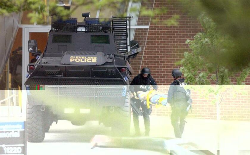 El joven somalí que ayer hirió a 11 personas en un ataque con vehículo y cuchillo en una universidad de Ohio se inspiró en propaganda del grupo yihadista Estado Islámico (EI), según informaron hoy fuentes de la investigación a la cadena CNN. EFE/ARCHIVO