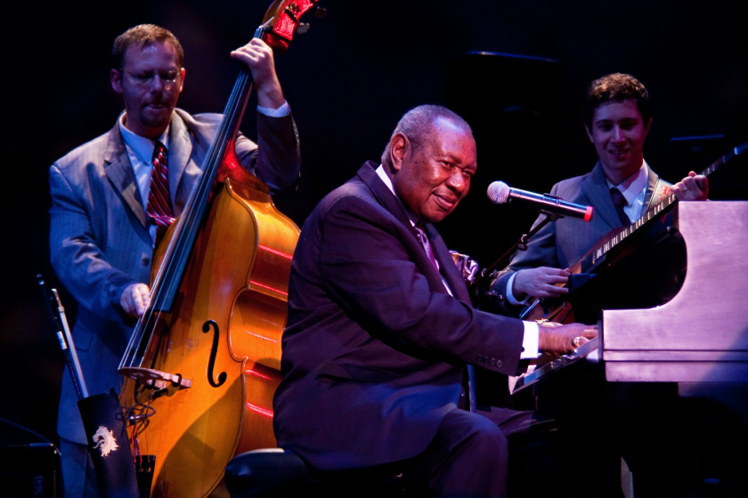 """Freddy Cole (center) is the brother of the legendary Nat """"King"""" Cole."""