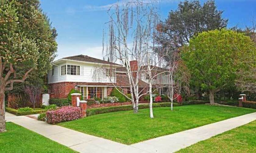 The former Danny Thomas estate in Beverly Hills sold for slightly less than the asking price.