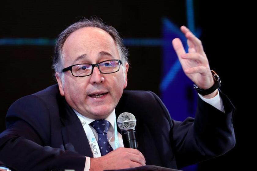 El presidente de Iberia, Luis Gallego, habla hoy durante el XII Encuentro Empresarial Iberoamericano, parte de la XXVI Cumbre Iberoamericana, en Antigua (Guatemala). EFE