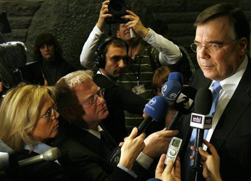 Iceland's Prime Minister Geir Haarde, right, addresses journalists at the parliament in Reykjavik, Iceland, Monday, Jan. 26, 2009. Haarde said Monday the island nation's coalition government has collapsed amid a deepening financial crisis. (AP Photo/Brynjar Gauti)