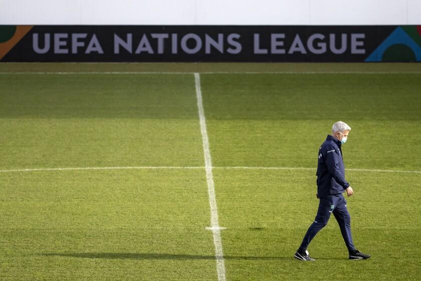 El técnico de Suiza Vladimir Petkovic durante un entrenamiento de la selección