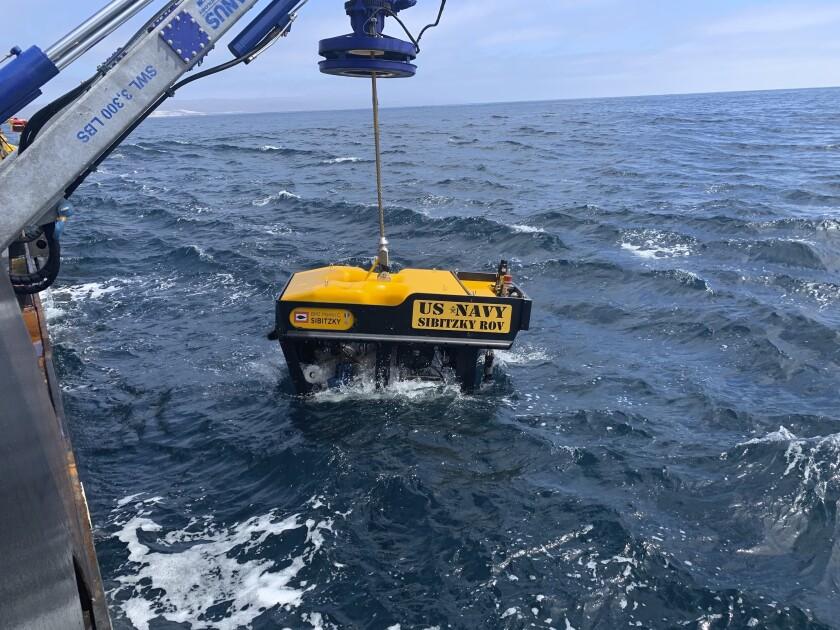Esta fotografía proporcionada por el Comando de Rescate Submarino de la Marina de Estados Unidos