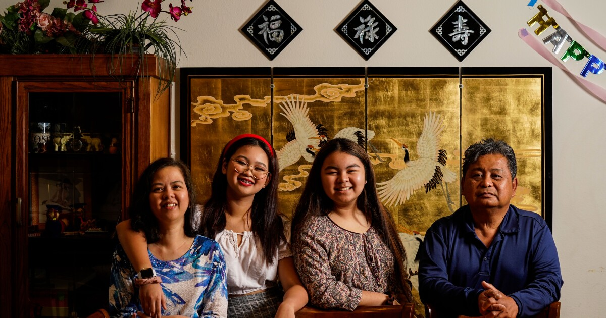 www.latimes.com: Vietnamese immigrant families hash out political differences, even without a common Thanksgiving table