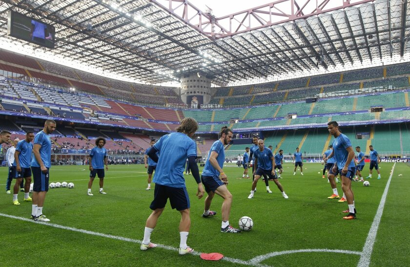 Real Madrid's Gareth Bale controls the ball during a training session at the San Siro stadium in Milan, Italy, Friday, May 27, 2016. The Champions League final soccer match between Real Madrid and Atletico Madrid will be held at the San Siro stadium on Saturday, May 28. (AP Photo/Manu Fernandez)