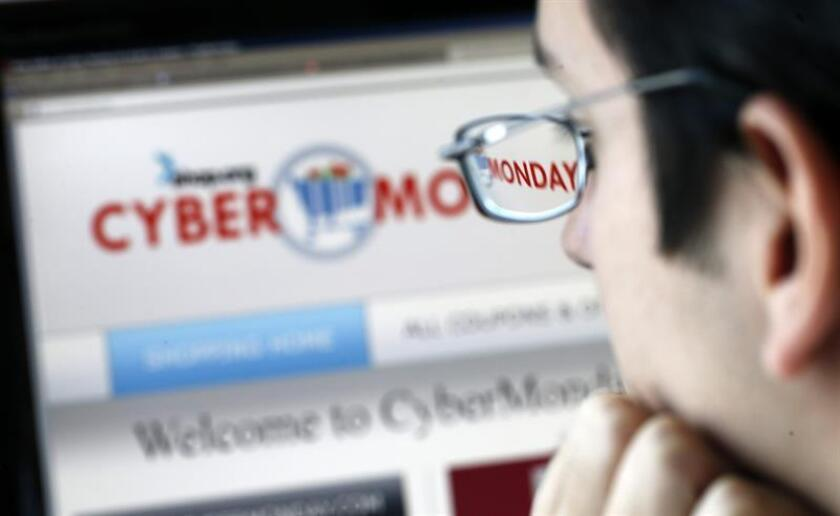 La jornada de rebajas en ventas por internet, conocida como ciberlunes (Cyber Monday en inglés), arrancó en Estados Unidos con un 18,3 % más de ventas que en 2017, alcanzando el total de 531 millones de dólares gastados hasta las 10.00 am ET. EFE/Archivo