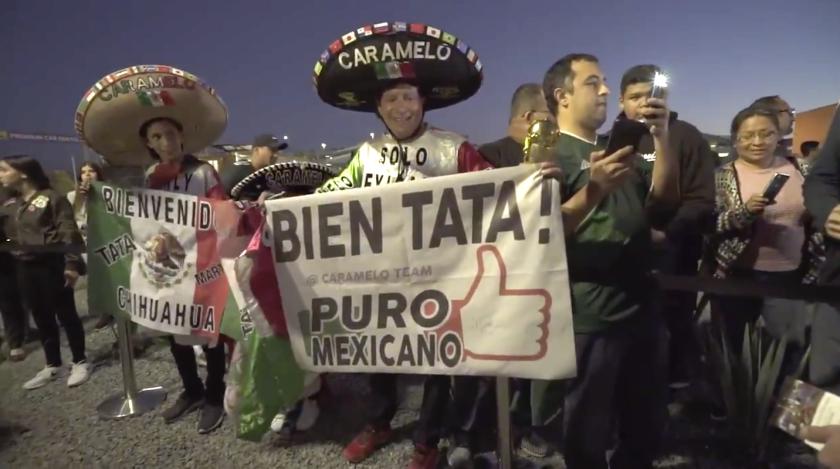 El agradecimiento de fans mexicanos al entrenador Gerardo 'Tata' Martino, en la llegada del Tri a San Diego.