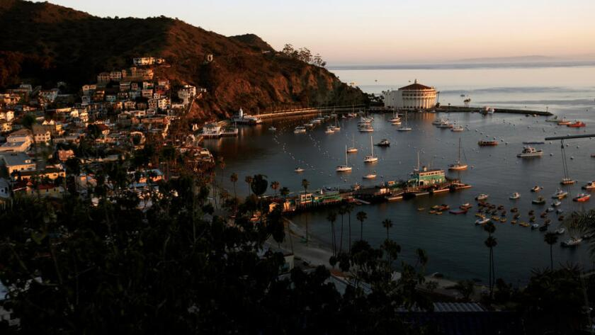 Con las nuevas restricciones, los residentes de la isla Catalina deberán de reducir su consumo de agua en un 40%. (Bob Chamberlin / Los Angeles Times)