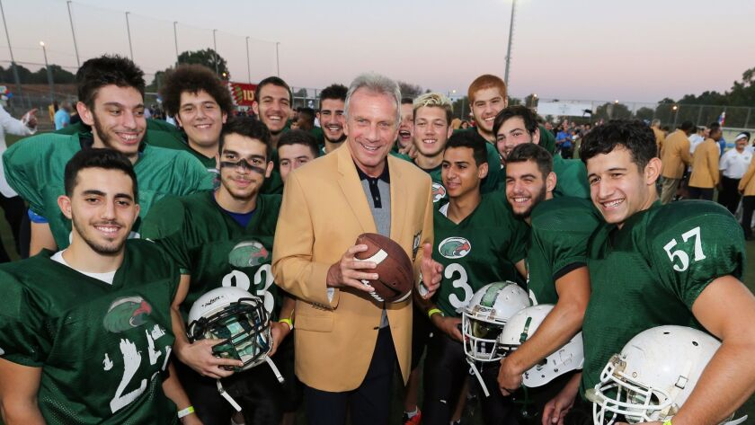 Former NFL quarterback Joe Montana poses with a group of Israeli football players.