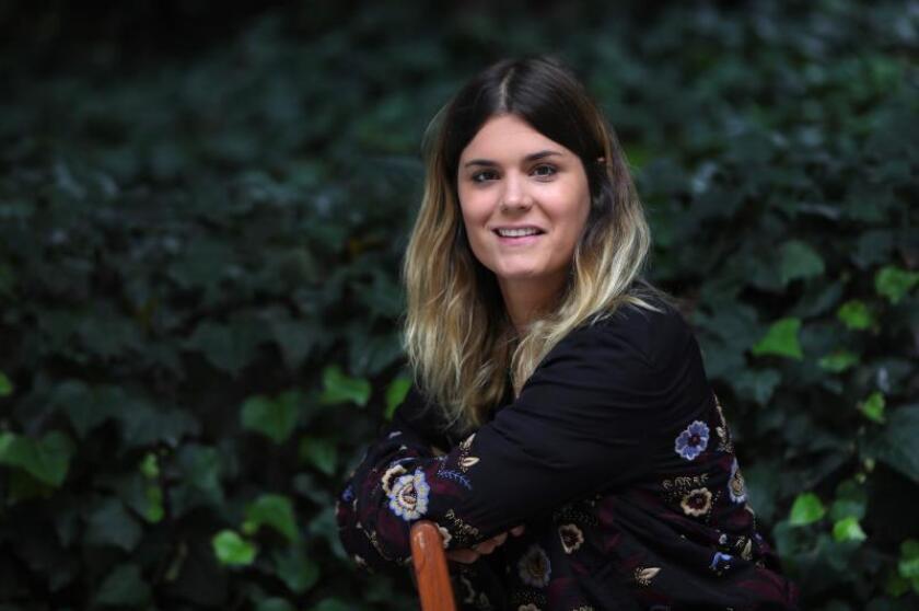 La española Elvira Sastre, una escritora desconfiada de las cartas marcadas