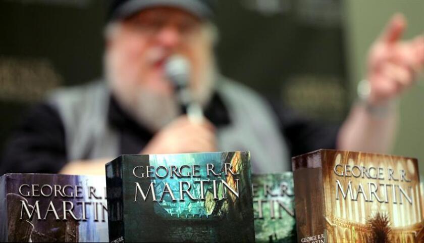 """El autor de la saga literaria en la que se inspira la serie """"Juego de Tronos"""", George R.R. Martin, dijo hoy en México que desconoce la razón por la que sus historias han tenido tanto éxito a nivel mundial, y que si supiera por qué ha ocurrido, """"lo habría hecho 30 años antes"""". EFE"""