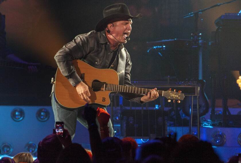 Garth Brooks will perform at Buck Owens' Bakersfield club