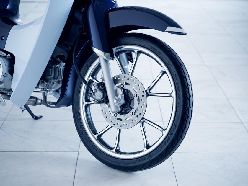 19 Honda Super Cub C125 ABS_front wheel.jpg