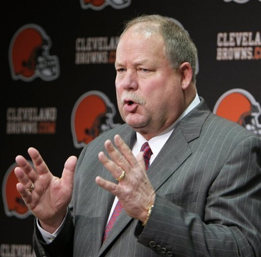 Cleveland Browns president Mike Holmgren gestures during his inaugural news conference with the NFL football team, in Berea, Ohio, Tuesday, Jan. 5, 2010. (AP Photo/Mark Duncan)