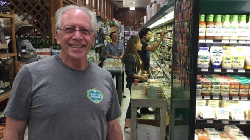 Goldberg tenía 25 años, cuando él y tres amigos empezaron a vender comida vegetariana en su café en Los Ángeles, California, en 1970. La clientela era exclusivamente hippie, la comunidad de la contracultura.