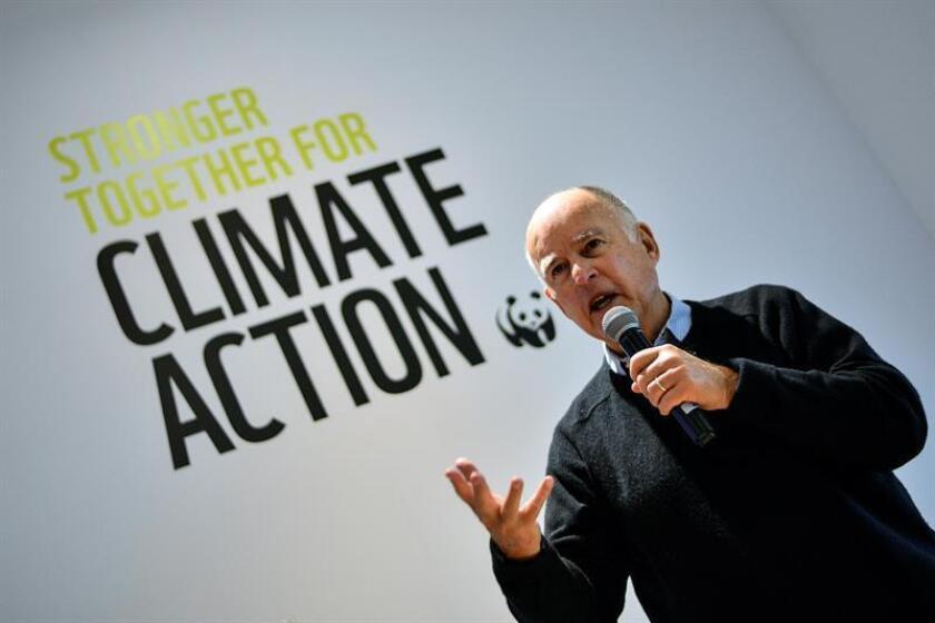 El gobernador de California, Jerry Brown, participa en un coloquio durante la Cumbre del Clima (COP23) celebrada en Bonn (Alemania) el 14 de noviembre de 2017. EFE/Archivo